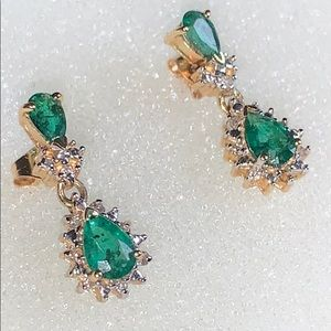 Jewelry - Stunning 14K Gold Emerald & Diamond Earrings !